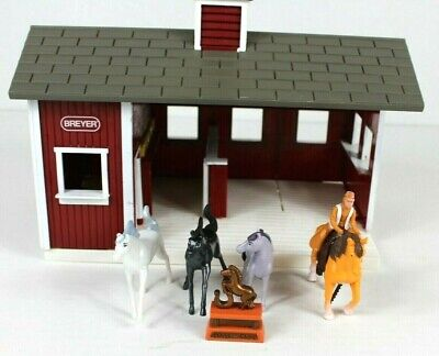 Breyer Stablemates Red Stable Set Barn with some Horses Mixed Lot