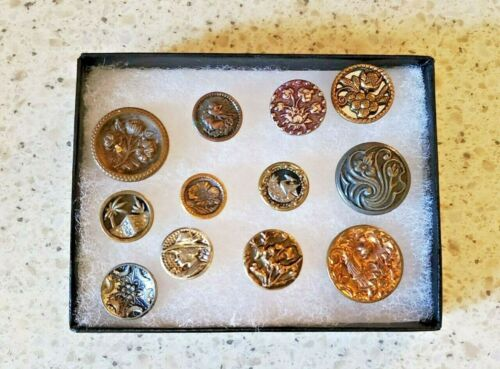 LOT picture buttons-VINTAGE COLLECTIBLE METAL 1800 & 19OO