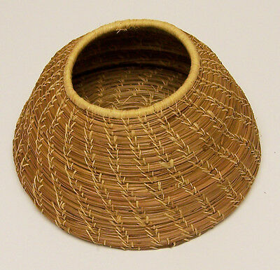 VINTAGE NATIVE AMERICAN GRASS OR PINE NEEDLE WOVEN BASKET BEE HIVE SHAPE