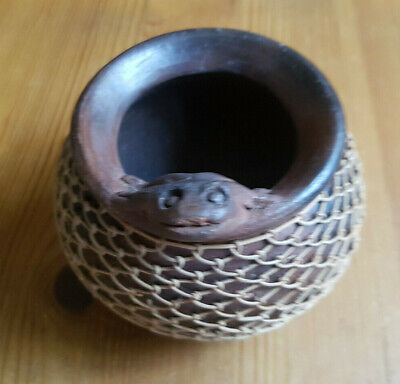 Vintage Metal Cauldron Bowl w/ Frog On Rim. Gold Lattice Surround.3.5