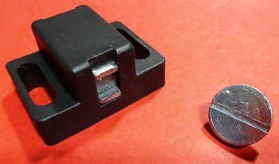 8020 Equivalent - T-slot Black Plastic Magnetic Latch Kit - 10 15 Series 4486