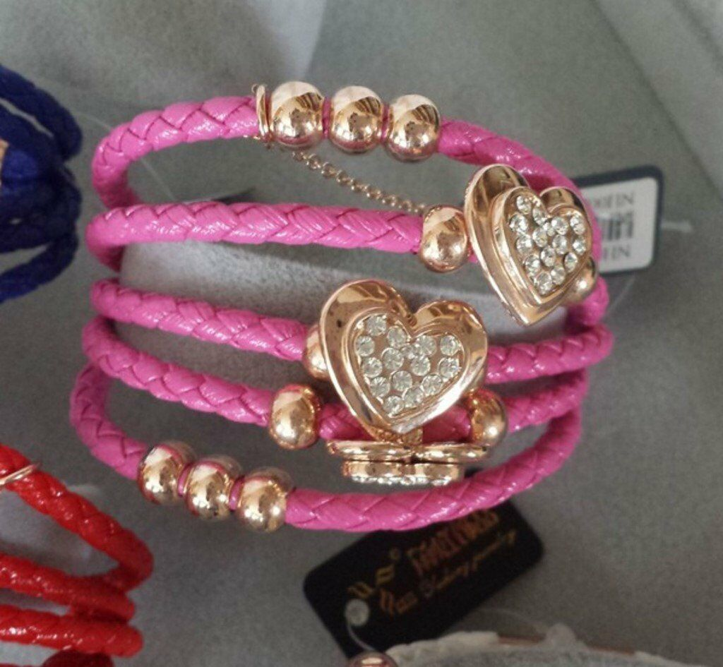 Job Lot of New Fashion Jewellery (33 itemsin Great Yarmouth, NorfolkGumtree - Shop Closed, Job lot of Fashion Jewellery Already have a shop or an online retail business or looking to start one? Look no further for a cheap way to boost your stock. I traded successfully in a shop and online for 7 YEARS and have closed down the...