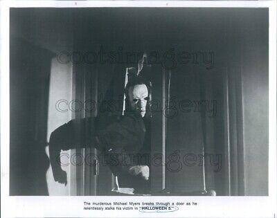 Press Photo Michael Myers Breaks Through Door Halloween 5 Horror Movie (Halloween Breaks)