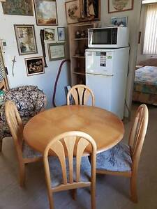 GOOD QUALITY TABLE AND FOUR CHAIRS West Swan Swan Area Preview