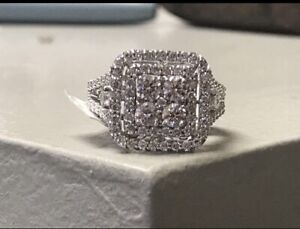 1.5ct tdw 14kt white gold ....Size 7 (can be sized)