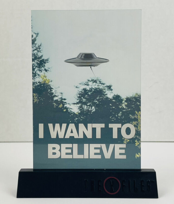 2018 Loot Crate Exclusive X-files 3D Desk Poster I want to Believe