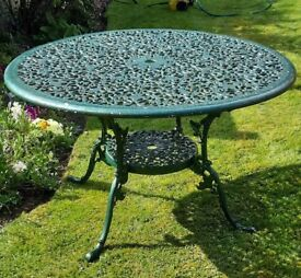LOVELY ALUMINIUM PATIO TABLE & 5 CHAIRS