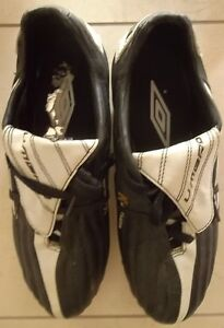 Children's Size 7 Umbro firm ground soccer shoes / cleats