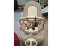 MAMAS AND PAPAS BABY BOUNCER WITH VIBRATE TUNES AND VIBRATE VGC. COLLECTION YATTON.