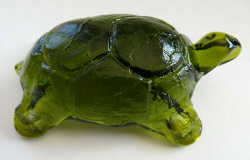 Vintage Lovely Green Glass Turtle Tortoise Paperweight Figurine Modernist Design