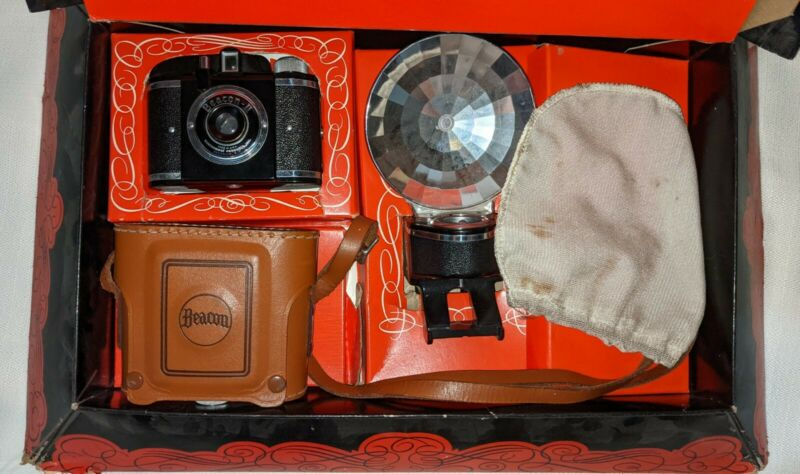 Vintage 1950s Beacon II Camera w/ Original Gift Box, Flash & Case Made in USA