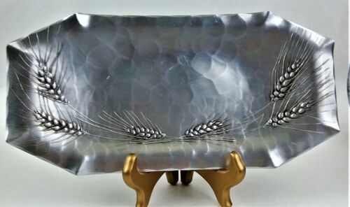 VINTAGE COLLECTIBLE WENDELL AUGUST HAMMERED ALUMINUM WHEAT TRAY MADE IN U.S.A.