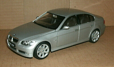 1/24 Scale BMW 330i Diecast Model 3 Series E90 Saloon Car - Welly 22465 Grey 3 Series Diecast Model
