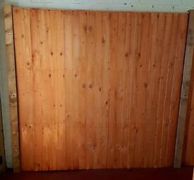 Vertical closed board fence panels (6ft x 6ft)