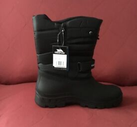 Brand New Trespass Mens Dodo Snow Boots, Size 11