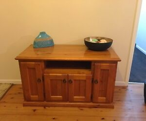 SOLID PINE TV UNIT East Maitland Maitland Area Preview