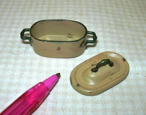 Miniature Aged Rustic Enamel Oval Dutch Oven, GOLD A++ DOLLHOUSE 1:12