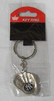 MLB Chrome Glove With Logo in Palm Key Chain New York Yankees AMINCO