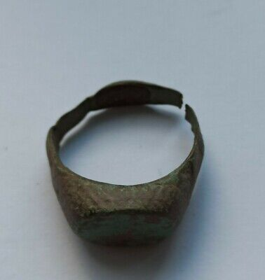 ANCIENT ROMAN BRONZE RING 200-400 AD
