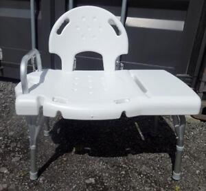 extra wide SHOWER SEAT for Elderly, Disabled, Health Aid - LIKE NEW - OAKVILLE 905 510-8720