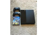 PS4 500GB 2x controllers & game