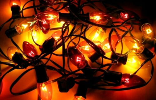 Halloween Lights Orange Red and Yellow C9 Large Indoor Outdoor 25 New Bulbs
