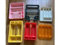 6 items - 4 x drying racks & 2 cutlery organisers. some quite big! Job lot.