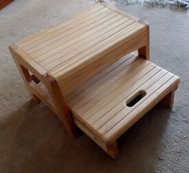 CHILD'S WOODEN SAFETY TWO STEP