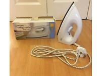 DRY IRON FOR HOME /TRAVEL IN ORIGINAL BOX 1000W IN VERY GOOD CLEAN WORKING CONDITION