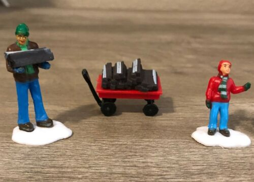 Cobblestone Corners Pack of 3 Figures - Father/Son Firewood - BRAND NEW 2021