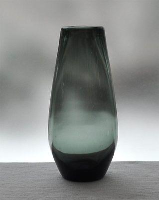 Fifties alte dickwandige turmalinfarbene Glasvase