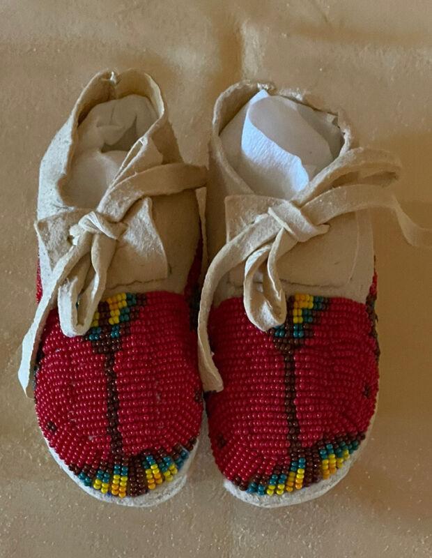 Beautiful Pair Of New Native American Lakota Sioux Beaded Baby Moccasins