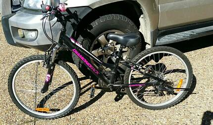 Girls bike Diamond back black  and pink