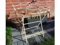 (#668) metal gaden plant rack table (Pick up only, Dy4 area)
