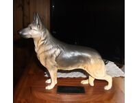 BEAUTIFUL BESWICK GERMAN SHEPHERD ALSATIAN DOG ON PLINTH