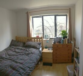 Offered: LARGE DOUBLE ROOM w/en suite AVAILABLE NOW in modern 2 bed furnished flat, Islington