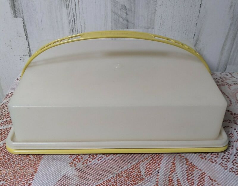 VINTAGE TUPPERWARE Sheet Cake/Cupcake Carrier(Harvest Gold) & Handle (Yellow)