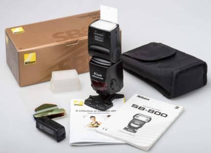 Nikon SB-800 Speedlight with accessories in original box