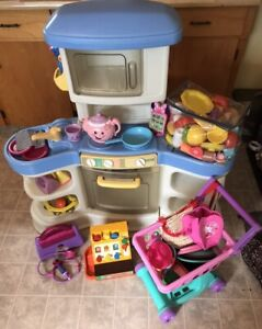Kitchen set & pretend play toy lot