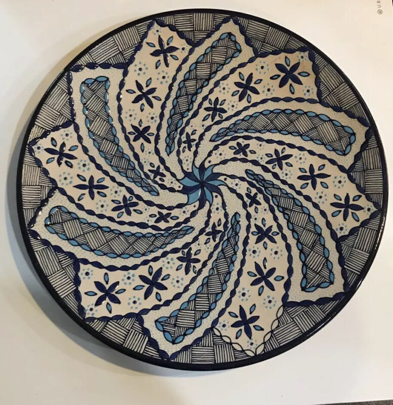 """Javier Servin Mexico Pottery Plate Hand Painted Signed 11"""" Across W/ Hanger"""