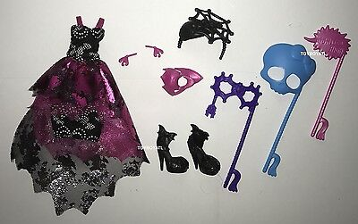 The Monster High (Welcome to Monster High Dance the Fright Away Draculaura Doll Outfit & Shoes)