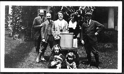 VINTAGE PHOTOGRAPH 1920'S MEN GIRLS FASHION PEKINGESE DOG PUPPY PUP OLD PHOTO (1920s Men Fashion)
