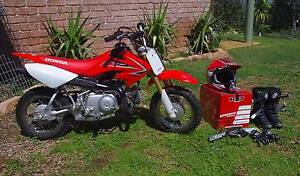 2009 HONDA CRF50F with Helmet, Gloves, Goggles and boots Moore Creek Tamworth Surrounds Preview