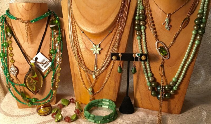 SHADES of GREEN Mixed Jewelry Lot• Vintage-Now• Necklaces*Bracelet*Earrings  a39