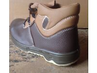 Size 6 BRAND NEW Brown Saftey Boot with Steel Toe Cap
