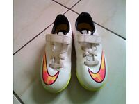 Kids Nike astro trainers.size 10