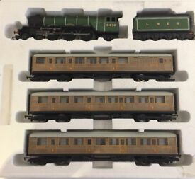 Hornby Flying Scotsman Train and Carriages