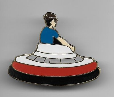 DISNEY CAST FLYING SAUCER RIDE TOMORROWLAND DLR 1995 LE PIN NEW & TRADING CARD
