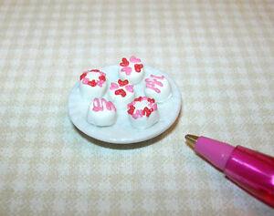 Miniature-Valentines-Petit-Fours-Glaces-DOLLHOUSE