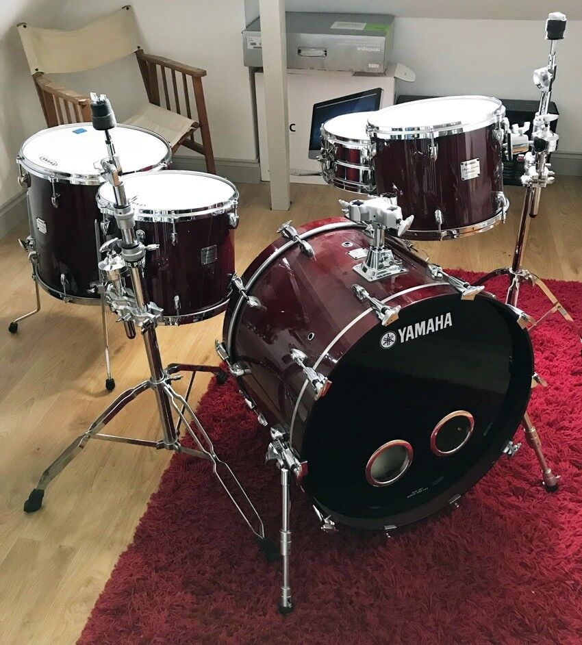 6a7b8be5c1a6 Yamaha Maple Custom Absolute Drum Kit with cases